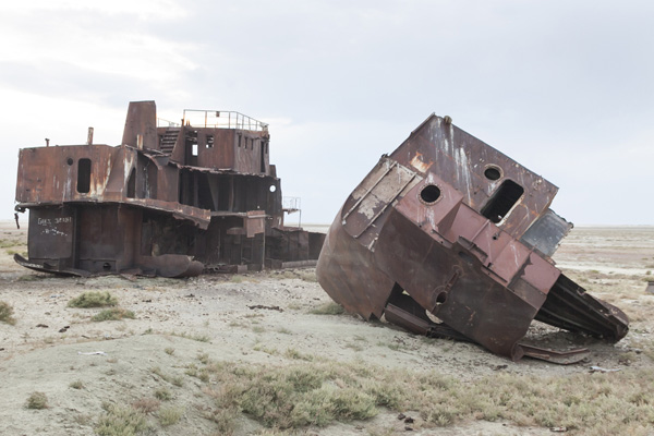 abandoned boats in the aral sea